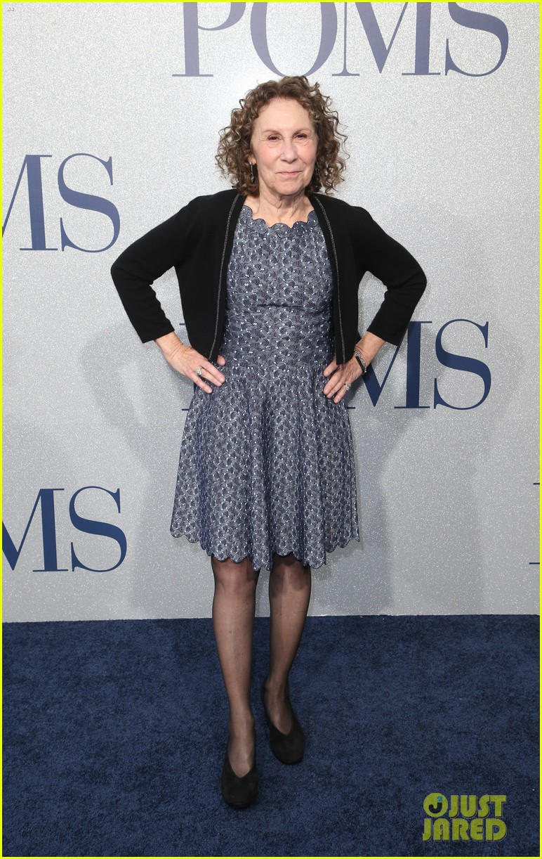 diane keaton gets support from sarah paulson at poms premiere 15