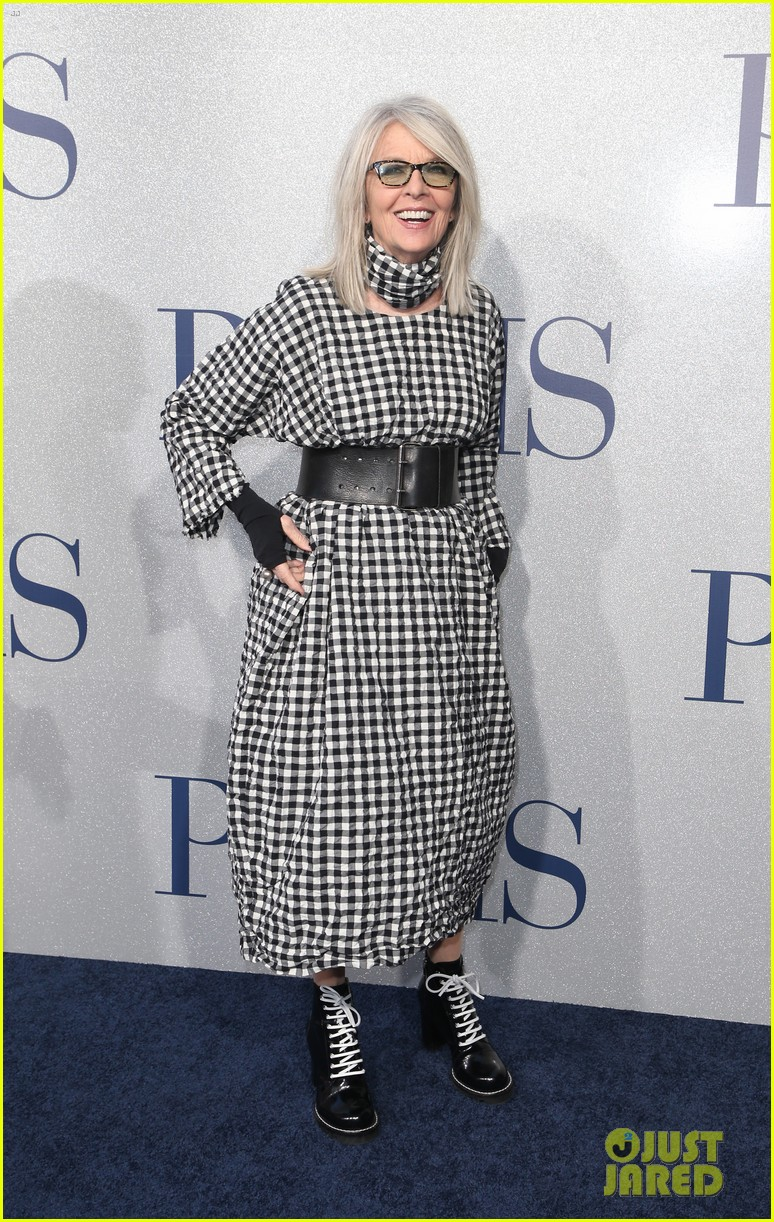 diane keaton gets support from sarah paulson at poms premiere 17