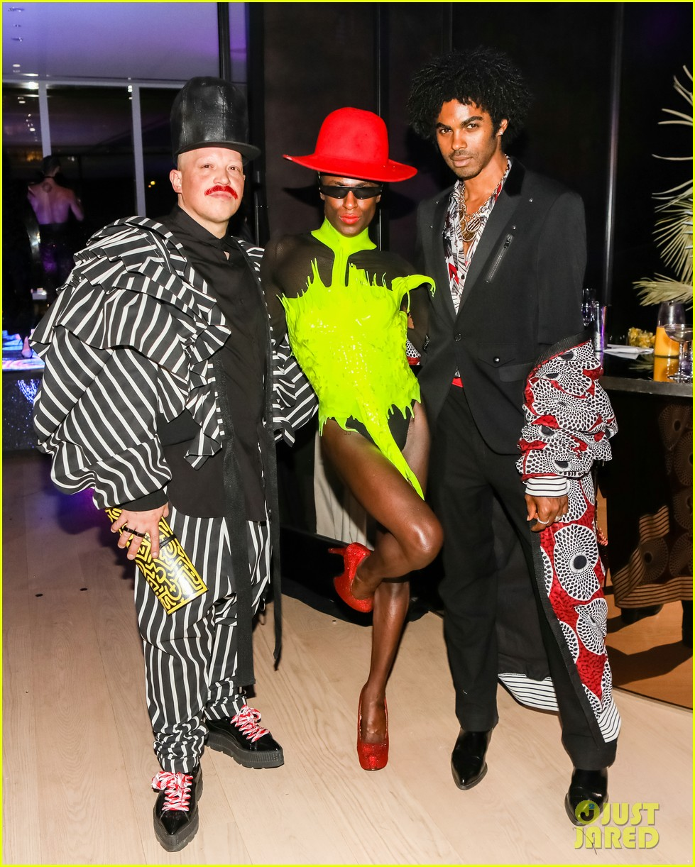 poses billy porter mj rodriguez switch it up at ryan murphys met gala 10