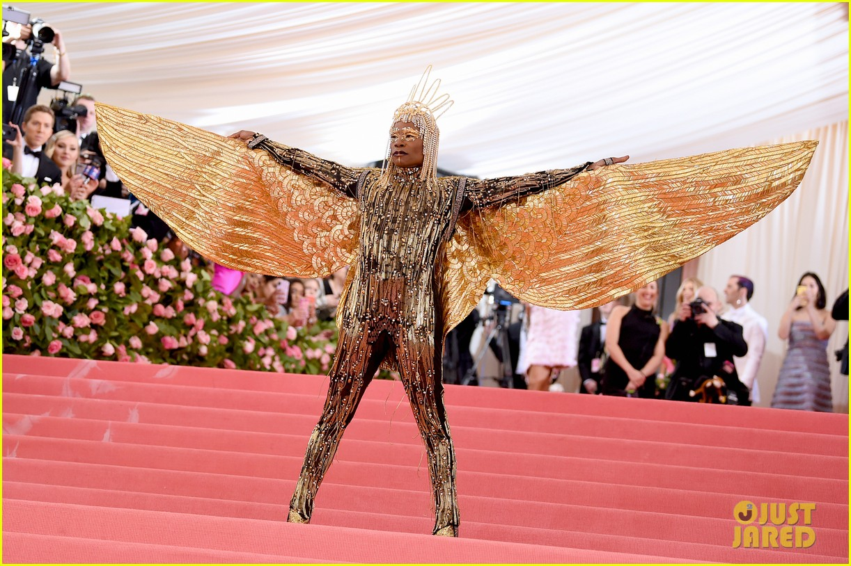Pose S Billy Porter Wears Egyptian Look Is Carried By Six