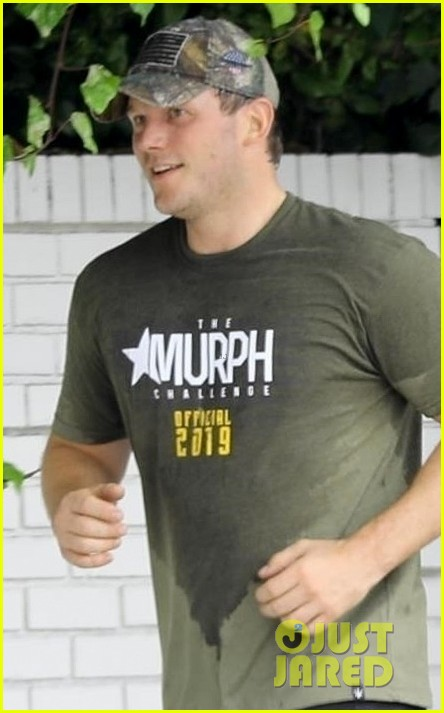 chris pratt works up a sweat during boot camp workout 02