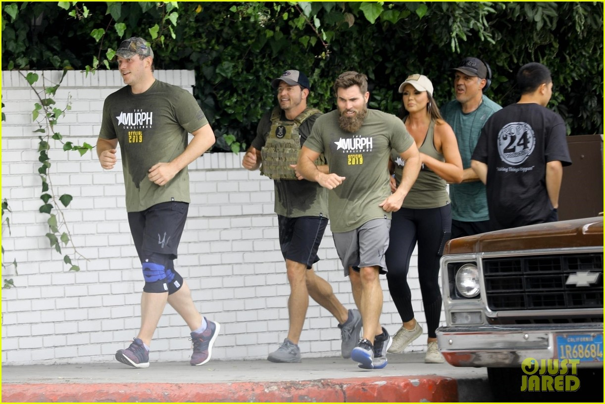 chris pratt works up a sweat during boot camp workout 054292071