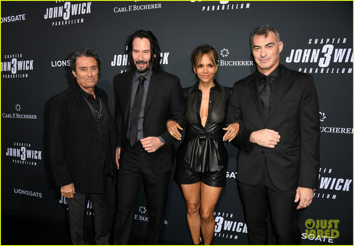 keanu reeves halle berry hit the black carpet at john wick 3 premiere 014292102