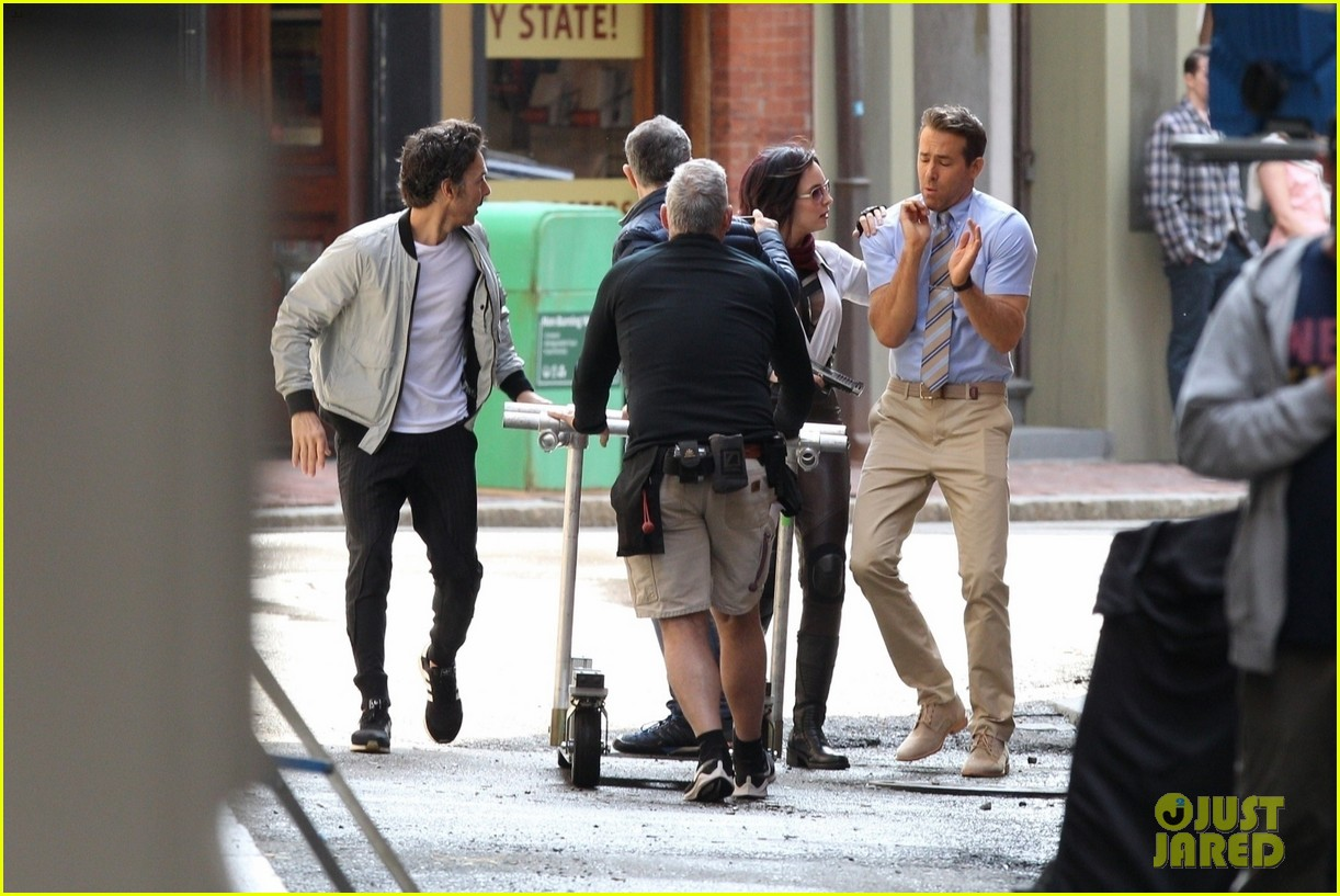 ryan reynolds filming free guy with jodie comer 12