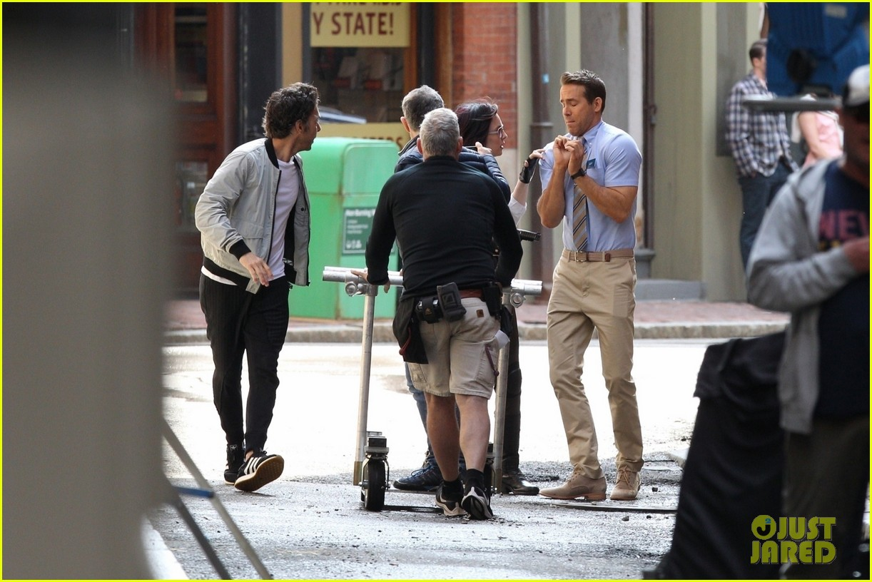 ryan reynolds filming free guy with jodie comer 13