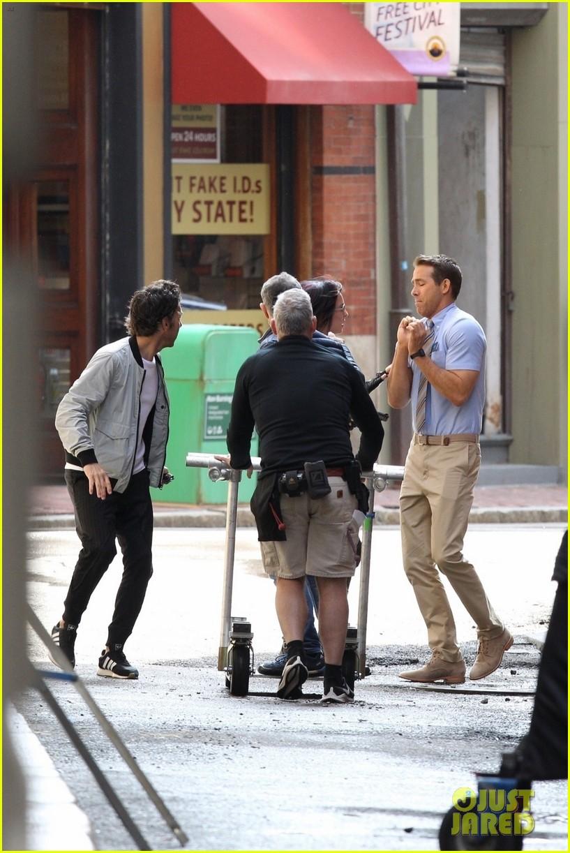 ryan reynolds filming free guy with jodie comer 14