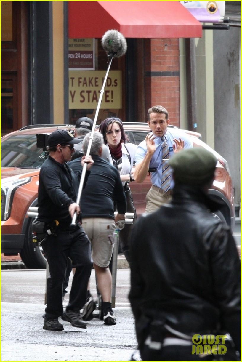 ryan reynolds filming free guy with jodie comer 15