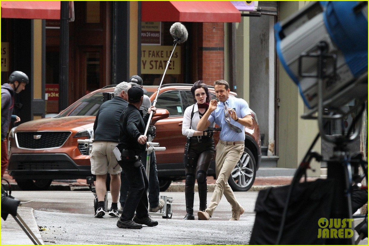 ryan reynolds filming free guy with jodie comer 16