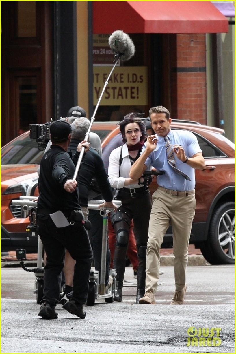 ryan reynolds filming free guy with jodie comer 17