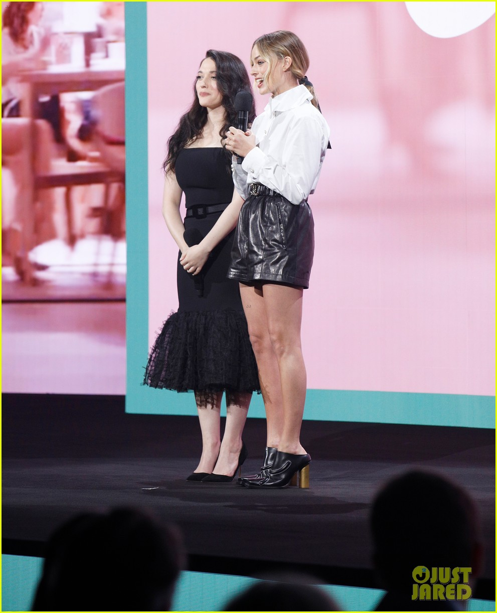 margot robbie and kat dennings talk dollface at hulu upfronts 124280429