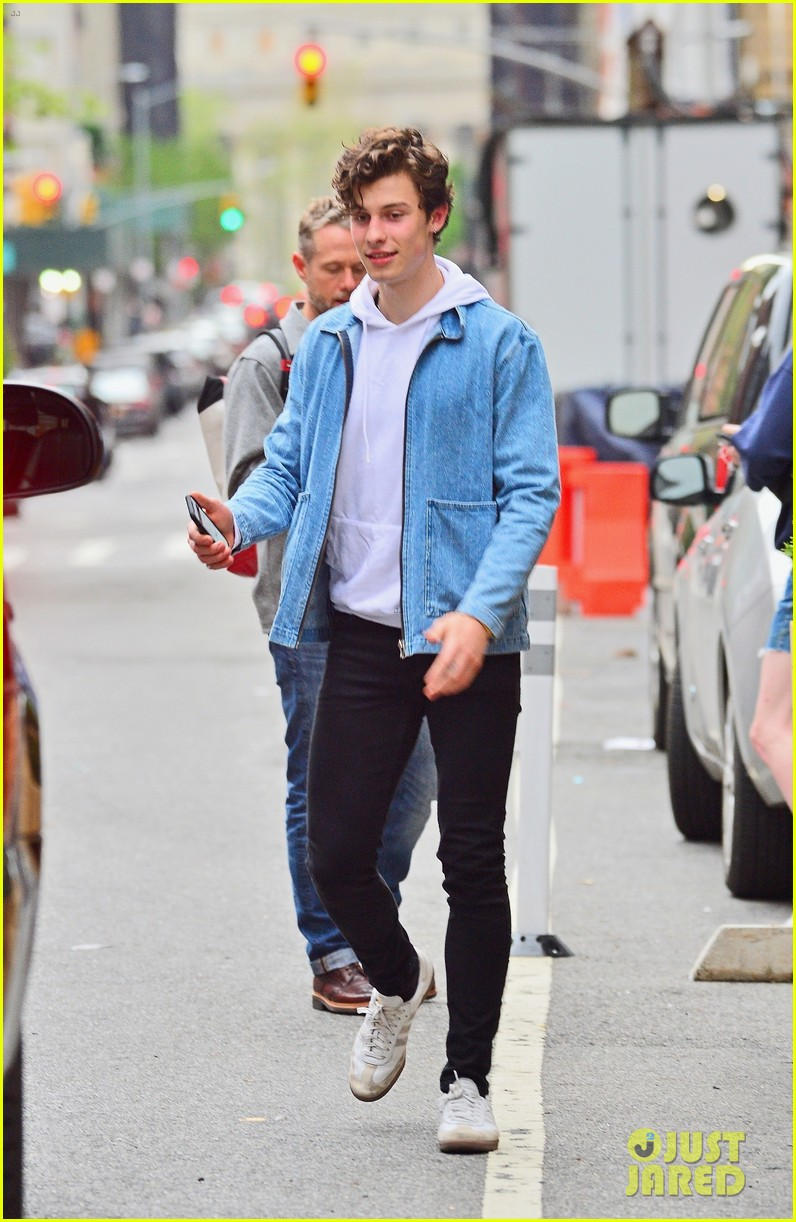 shawn mendes is all smiles hanging out in nyc 014289698