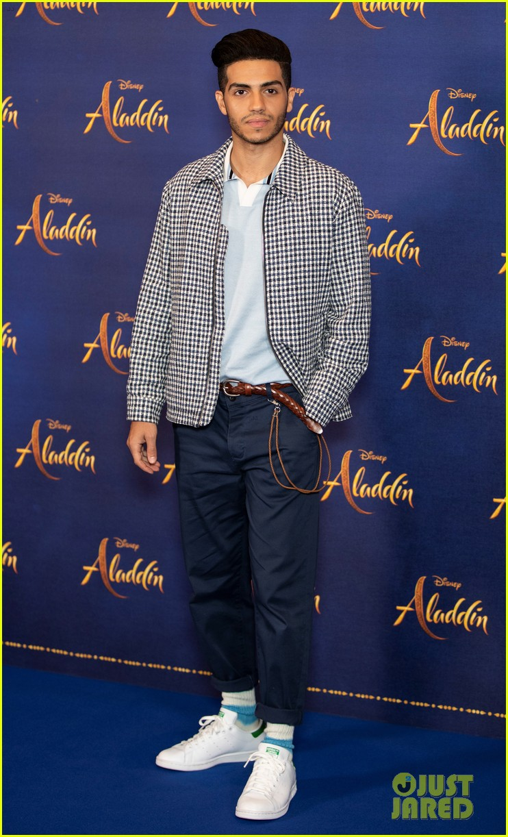 will smith mena massoud naomi scott team up for aladdin photo call in london 10