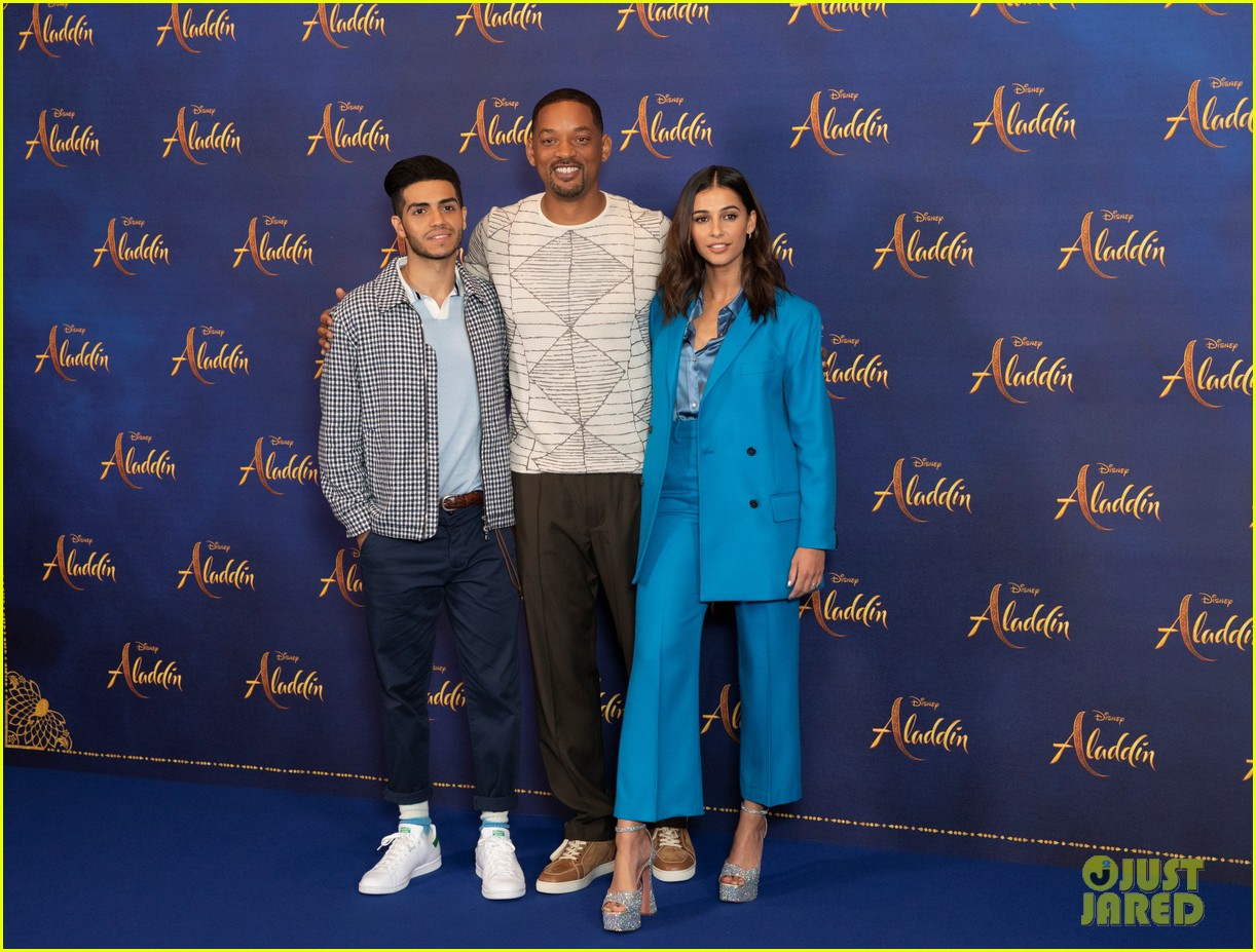 will smith mena massoud naomi scott team up for aladdin photo call in london 11