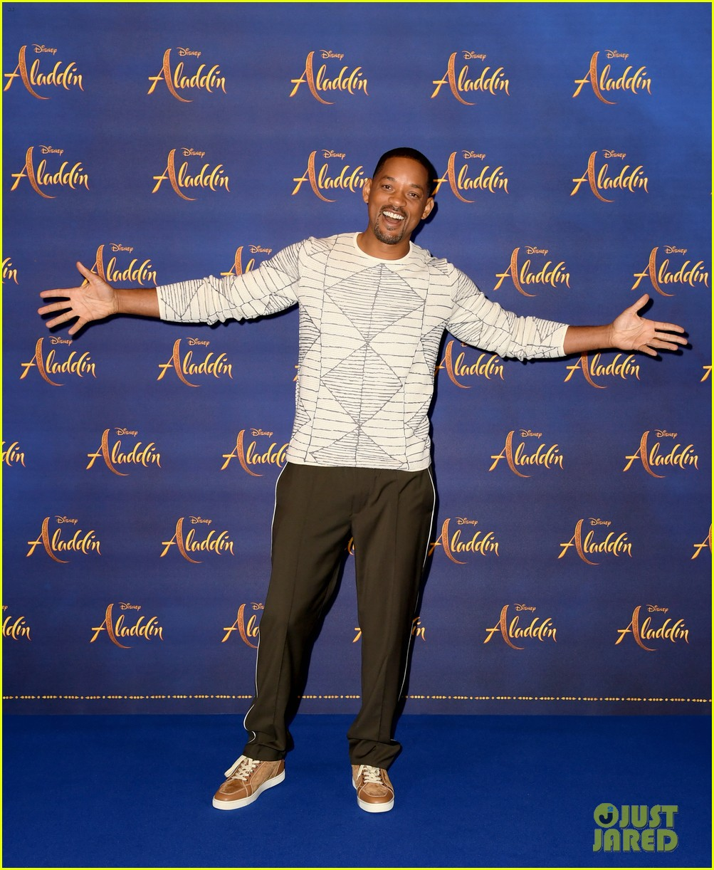 will smith mena massoud naomi scott team up for aladdin photo call in london 17