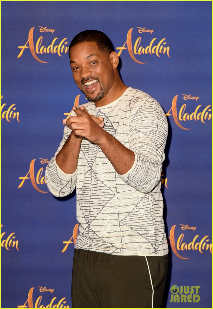 will smith mena massoud naomi scott team up for aladdin photo call in london 18