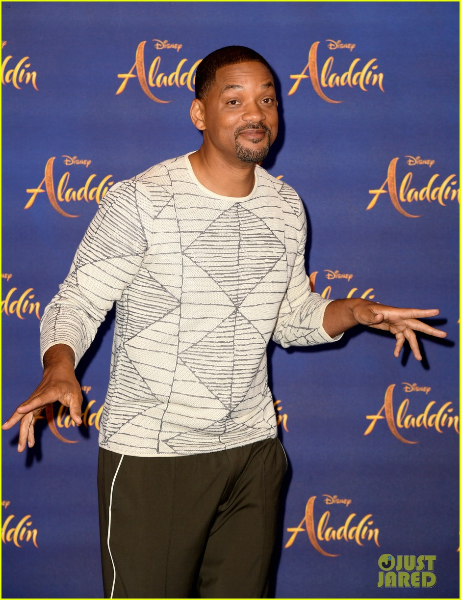 will smith mena massoud naomi scott team up for aladdin photo call in london 19