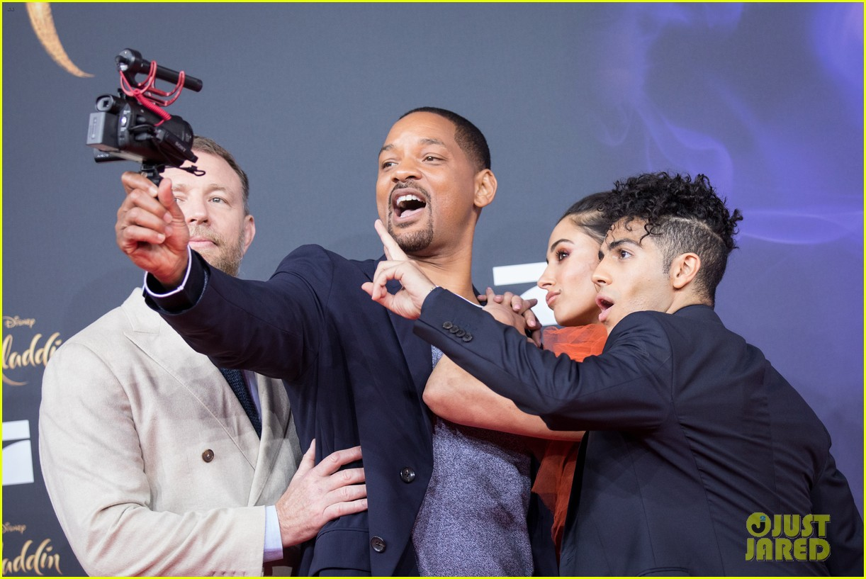 will smith mena massoud naomi scott aladdin premiere berlin 06