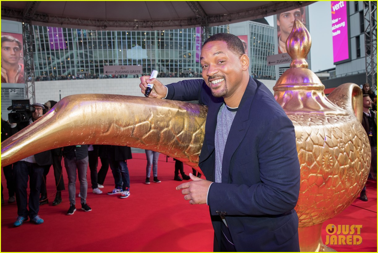 will smith mena massoud naomi scott aladdin premiere berlin 09