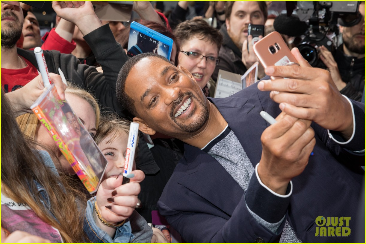 will smith mena massoud naomi scott aladdin premiere berlin 12
