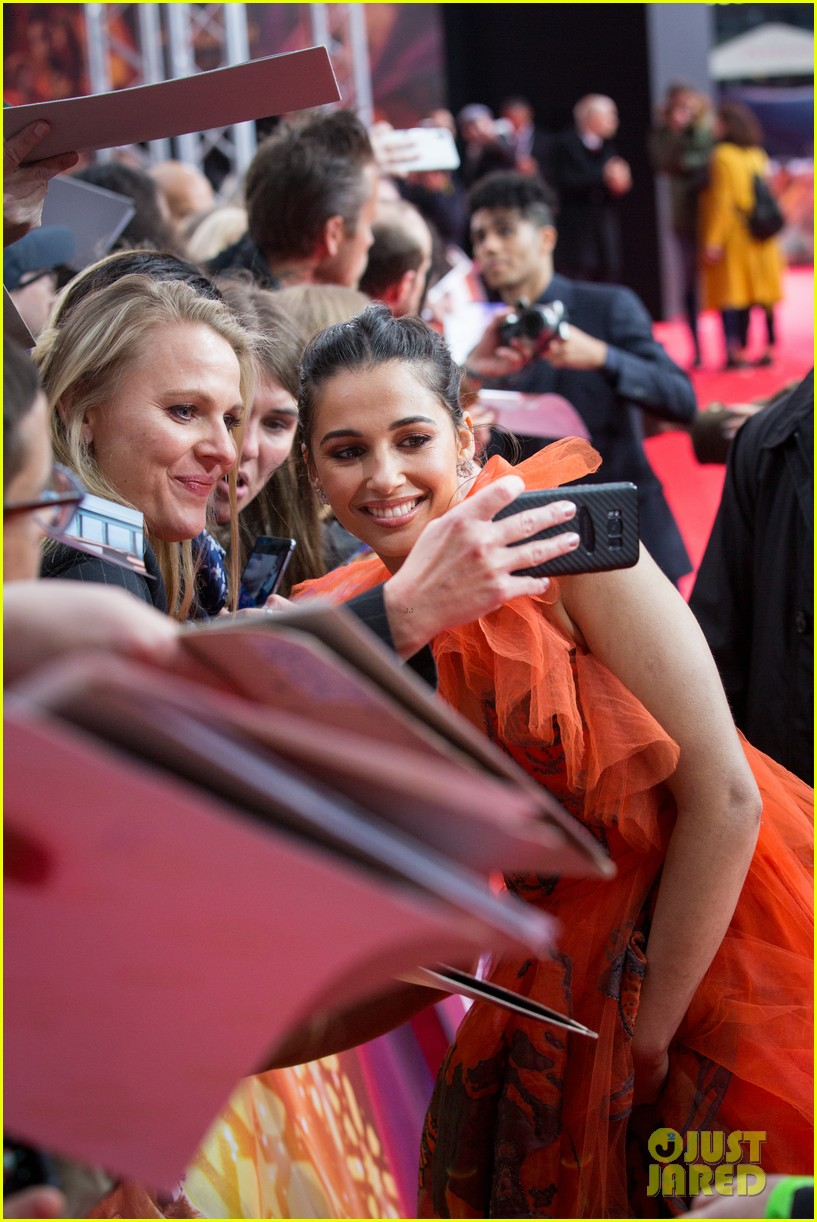 will smith mena massoud naomi scott aladdin premiere berlin 18