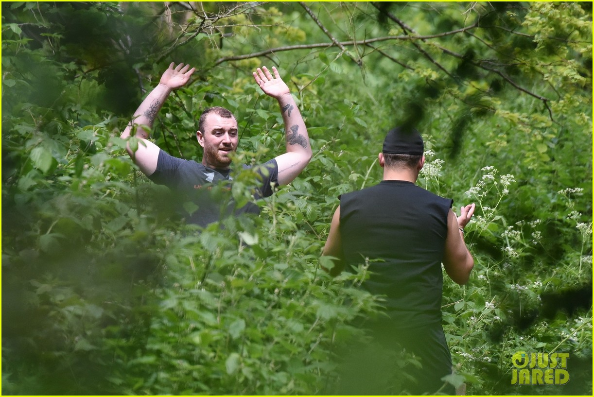 sam smith goes for a hike with trainer 04
