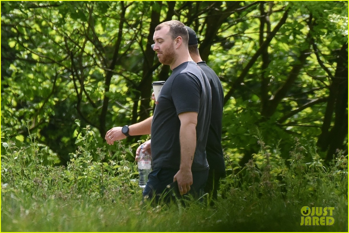 sam smith goes for a hike with trainer 17
