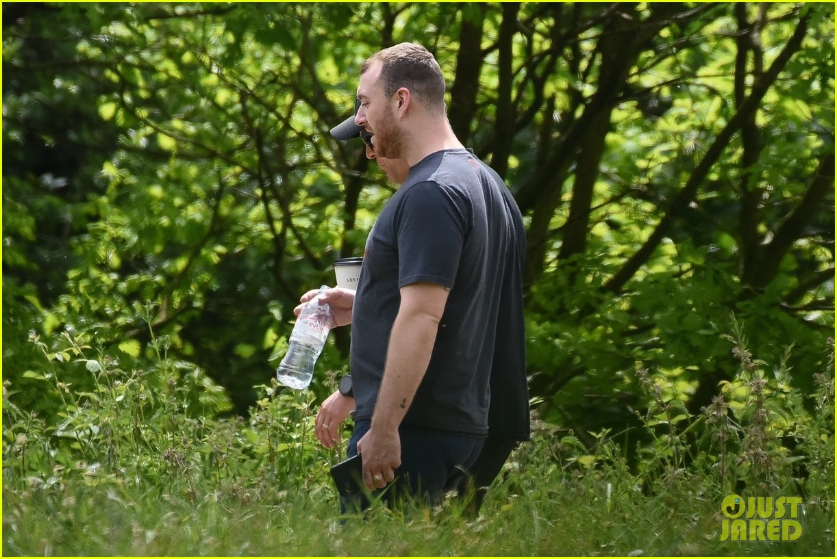 sam smith goes for a hike with trainer 18