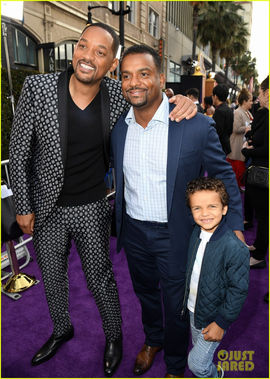 will smith is joined by his family at aladdin premiere 044296334
