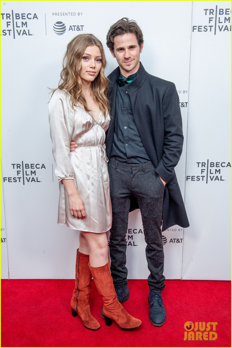 suki waterhouse chace crawford charlie says premiere 04