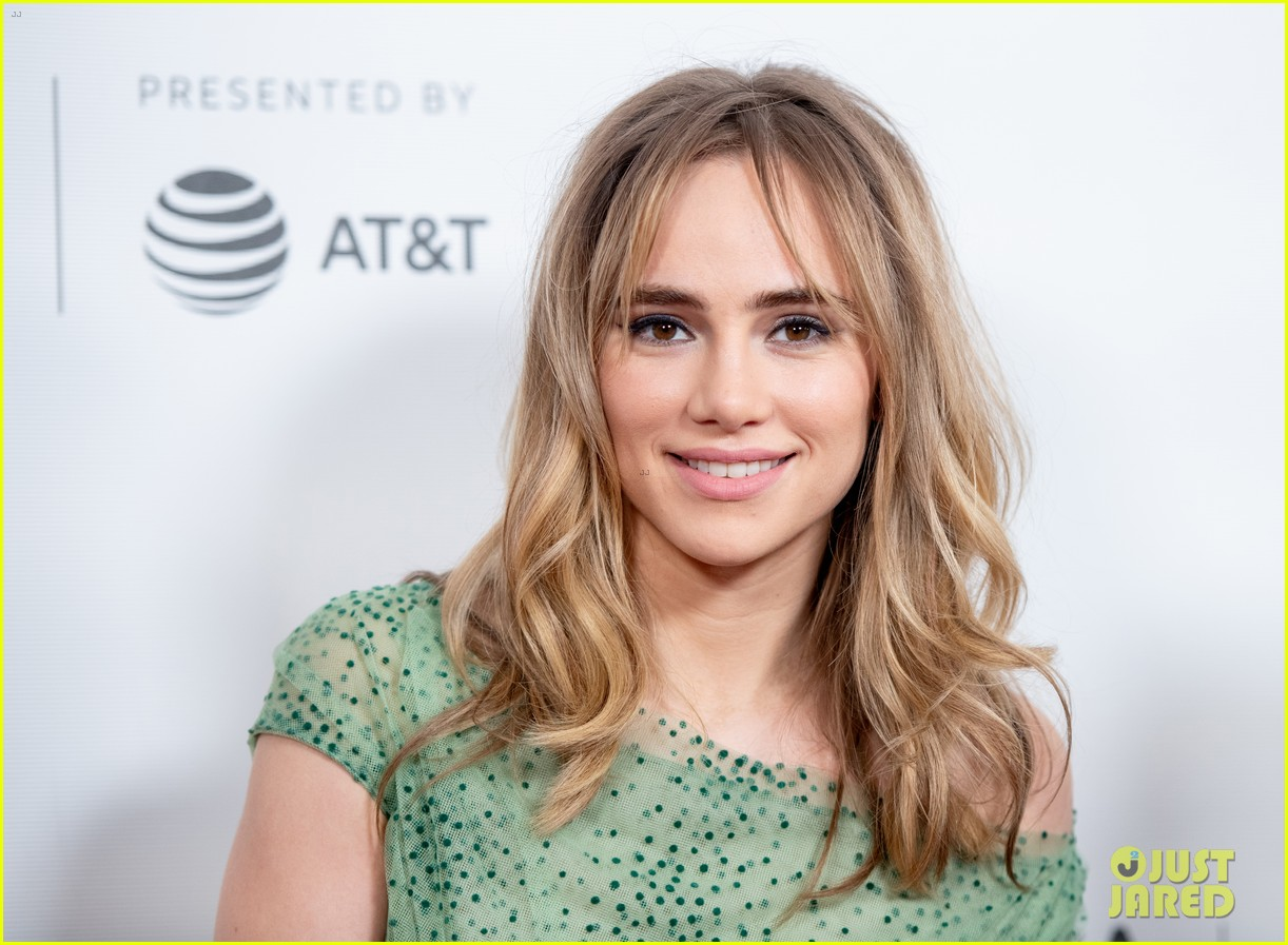 suki waterhouse chace crawford charlie says premiere 18