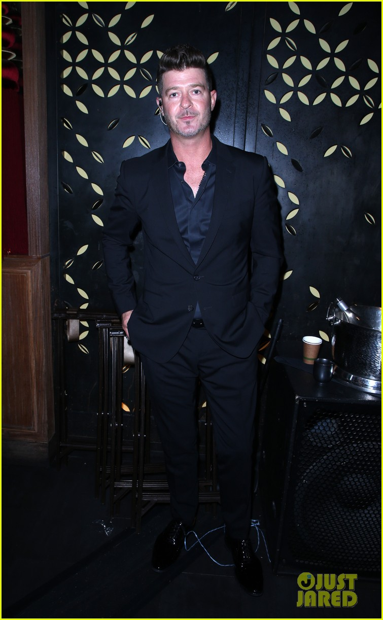robin thicke hits the stage at rhondas kiss good fortune gala 08