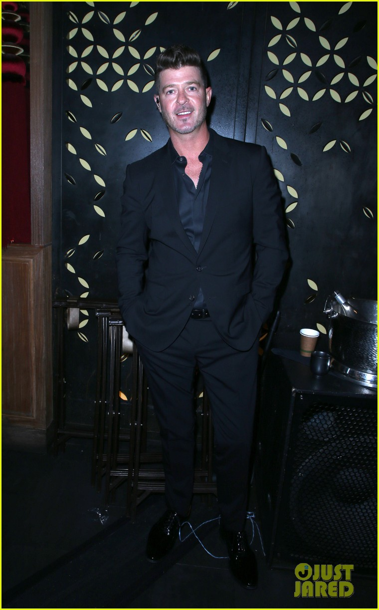 robin thicke hits the stage at rhondas kiss good fortune gala 09
