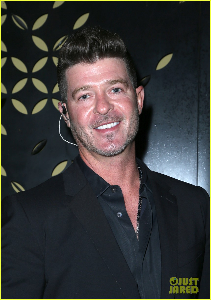 robin thicke hits the stage at rhondas kiss good fortune gala 10