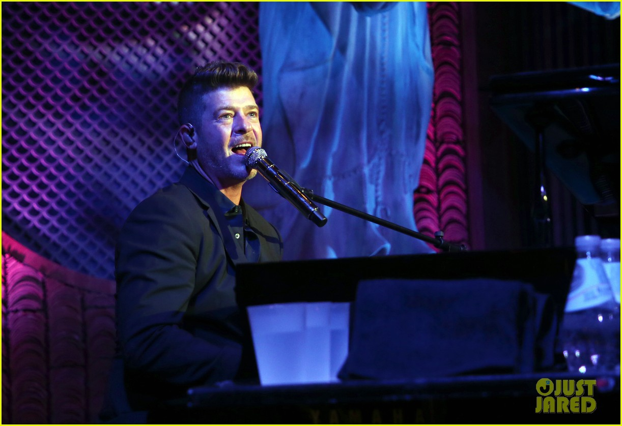 robin thicke hits the stage at rhondas kiss good fortune gala 12