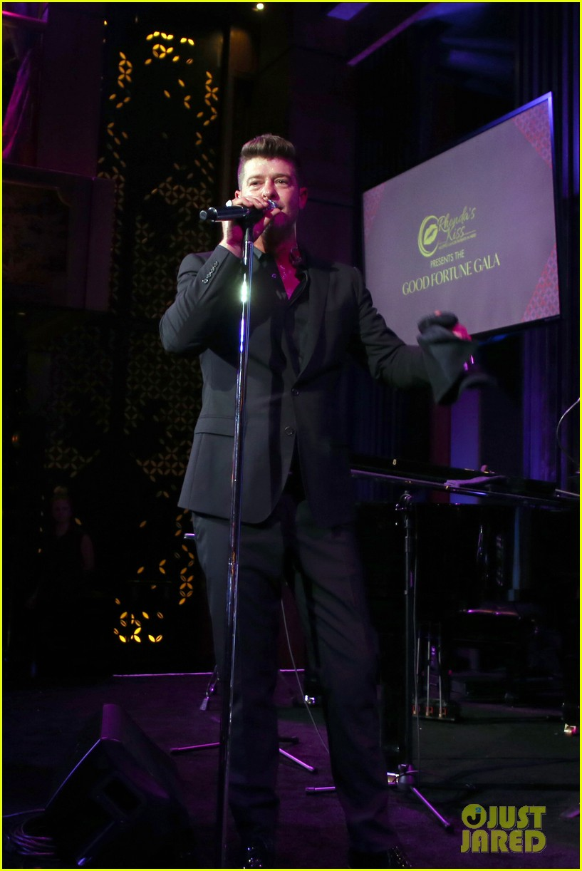 robin thicke hits the stage at rhondas kiss good fortune gala 13