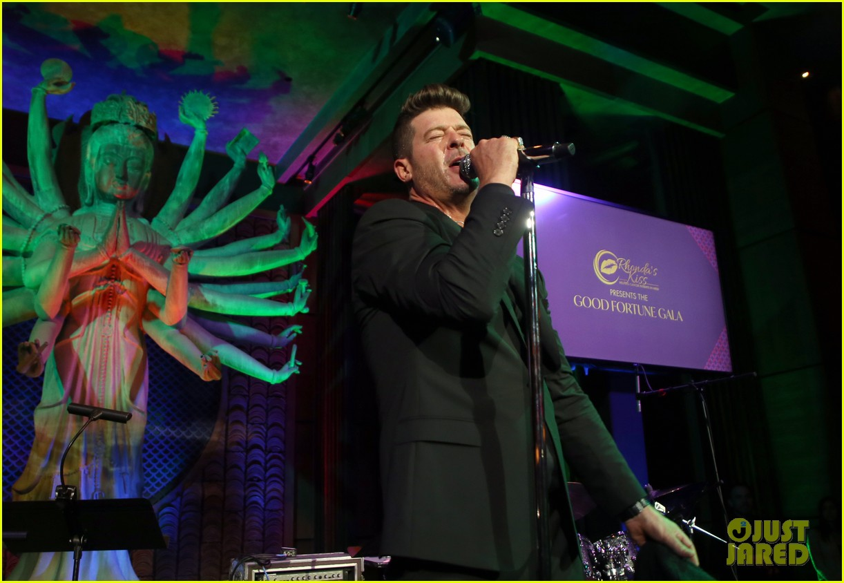 robin thicke hits the stage at rhondas kiss good fortune gala 14