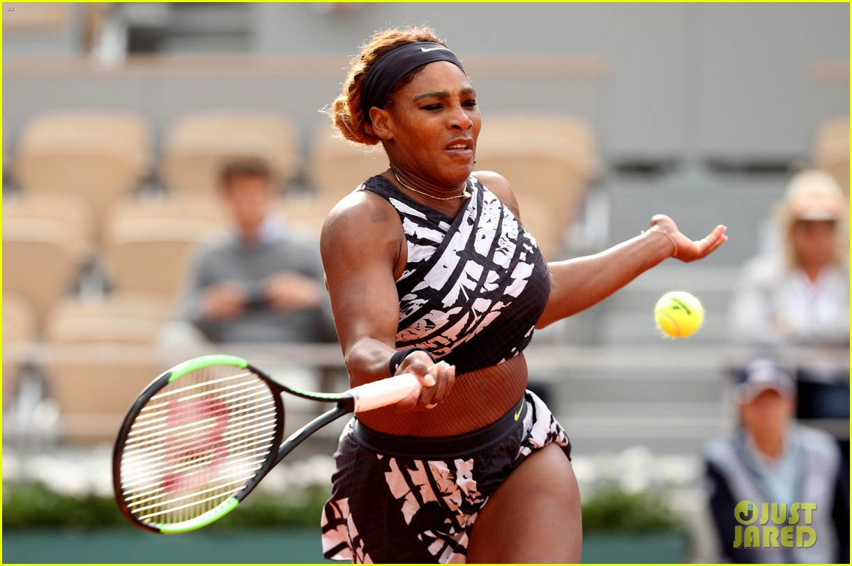 serena williams rocks female empowerment message at french open 014299295