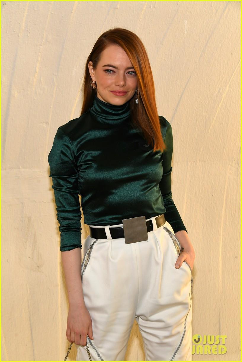 michelle williams alicia vikander emma stone louis vuitton fashion show 03