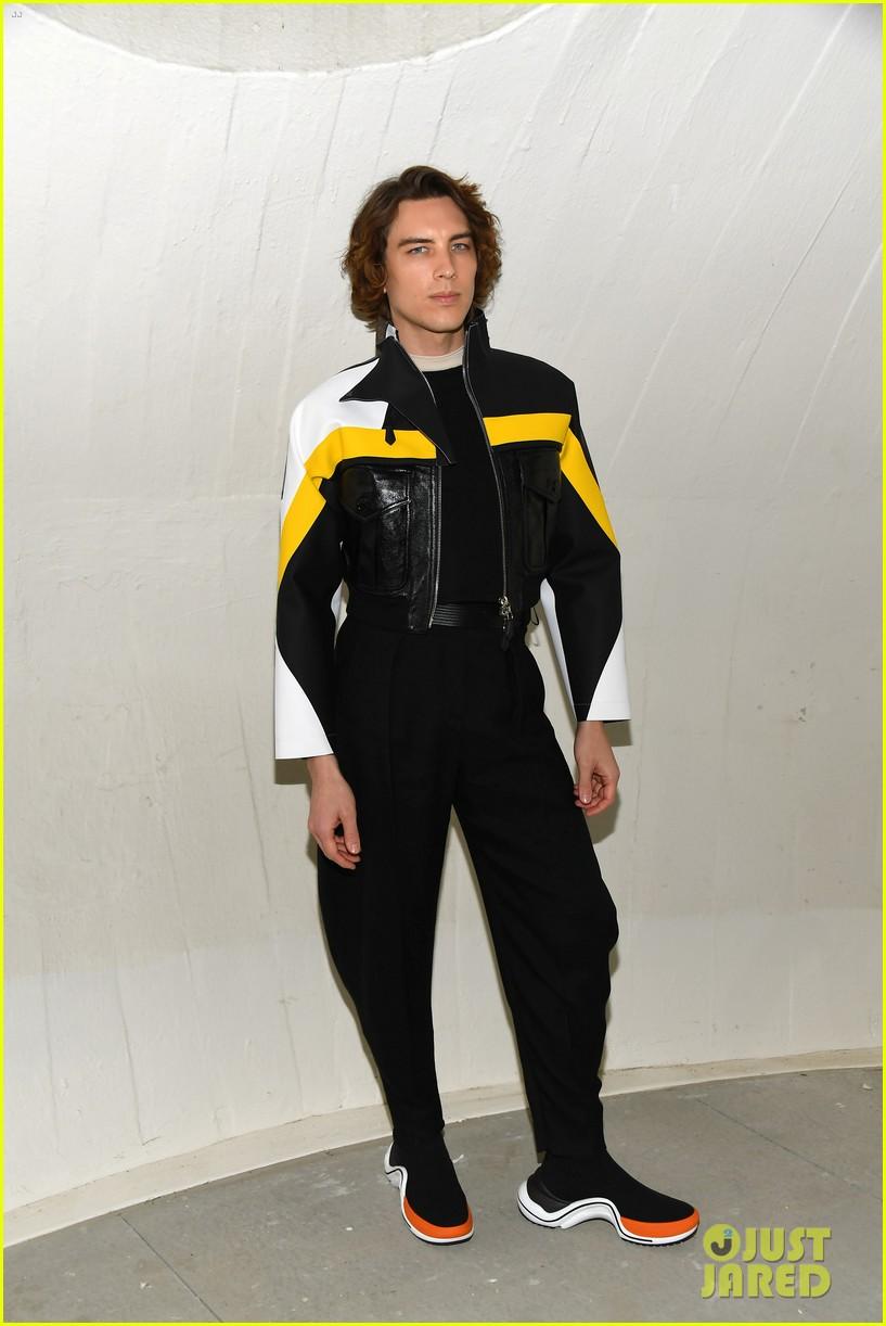 michelle williams alicia vikander emma stone louis vuitton fashion show 11