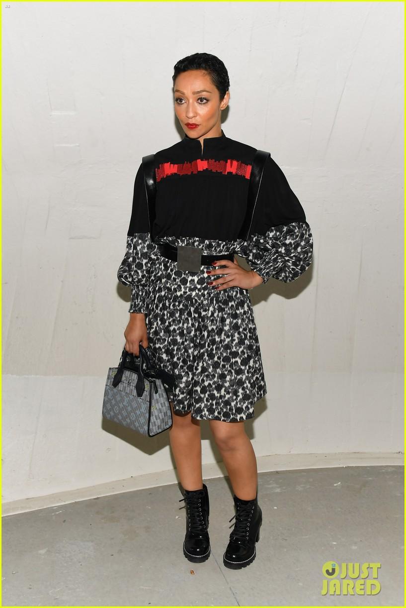 michelle williams alicia vikander emma stone louis vuitton fashion show 21