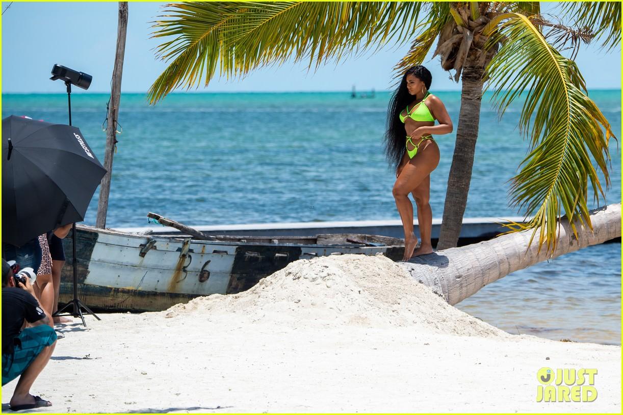 ashanti wears sexy bikinis in florida 024308845