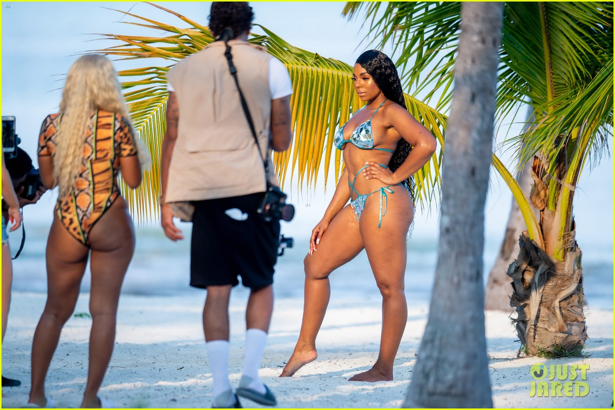 ashanti wears sexy bikinis in florida 094308852