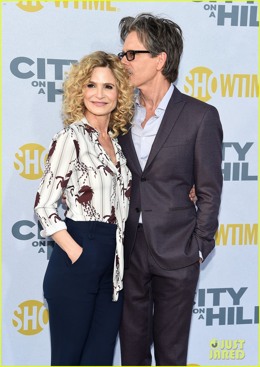 kevin bacon gets support from wife kyra sedgwick at city on a hill premiere 034303806