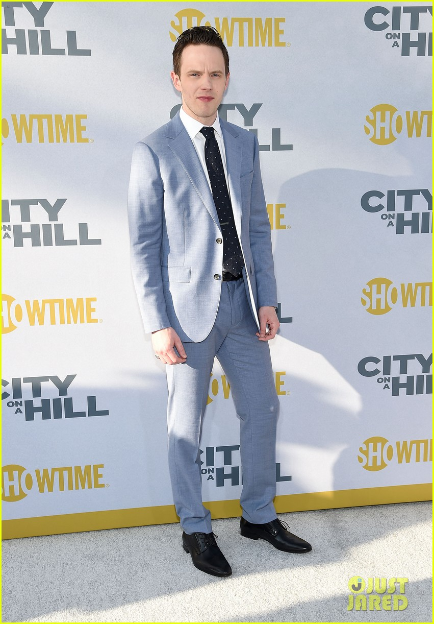 kevin bacon gets support from wife kyra sedgwick at city on a hill premiere 094303812