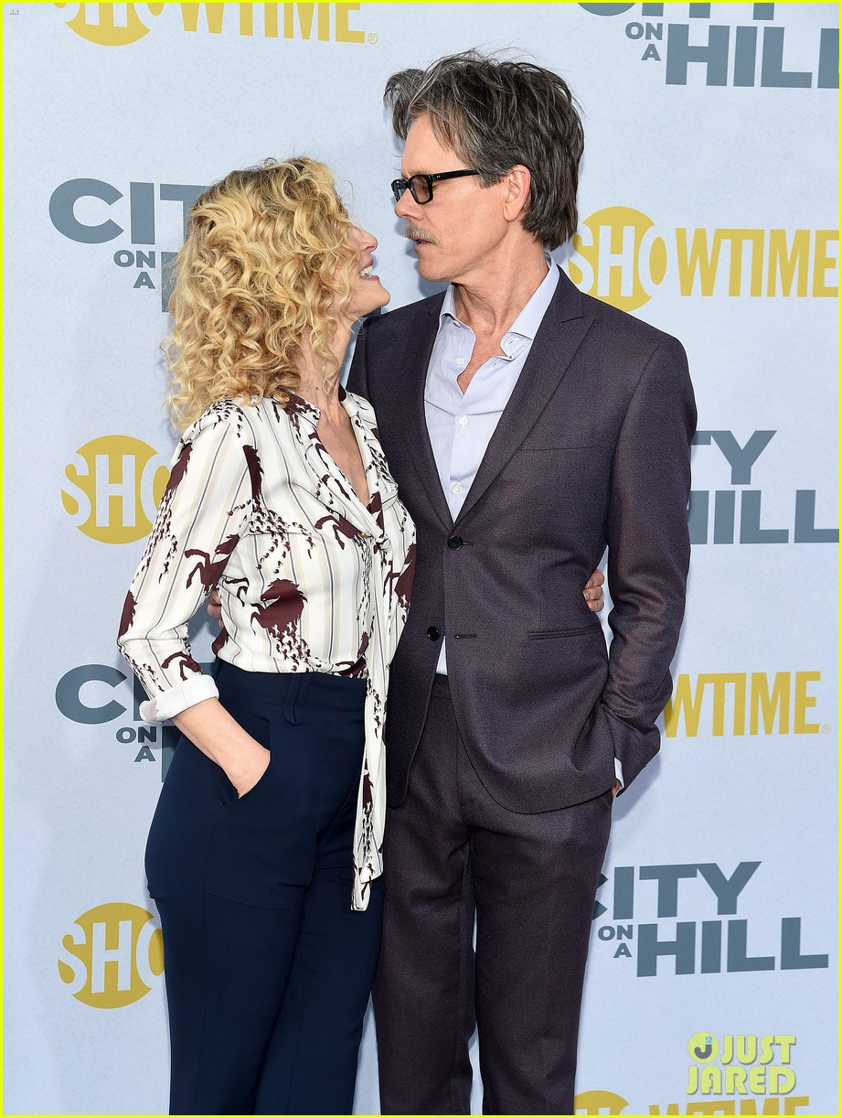 kevin bacon gets support from wife kyra sedgwick at city on a hill premiere 154303818