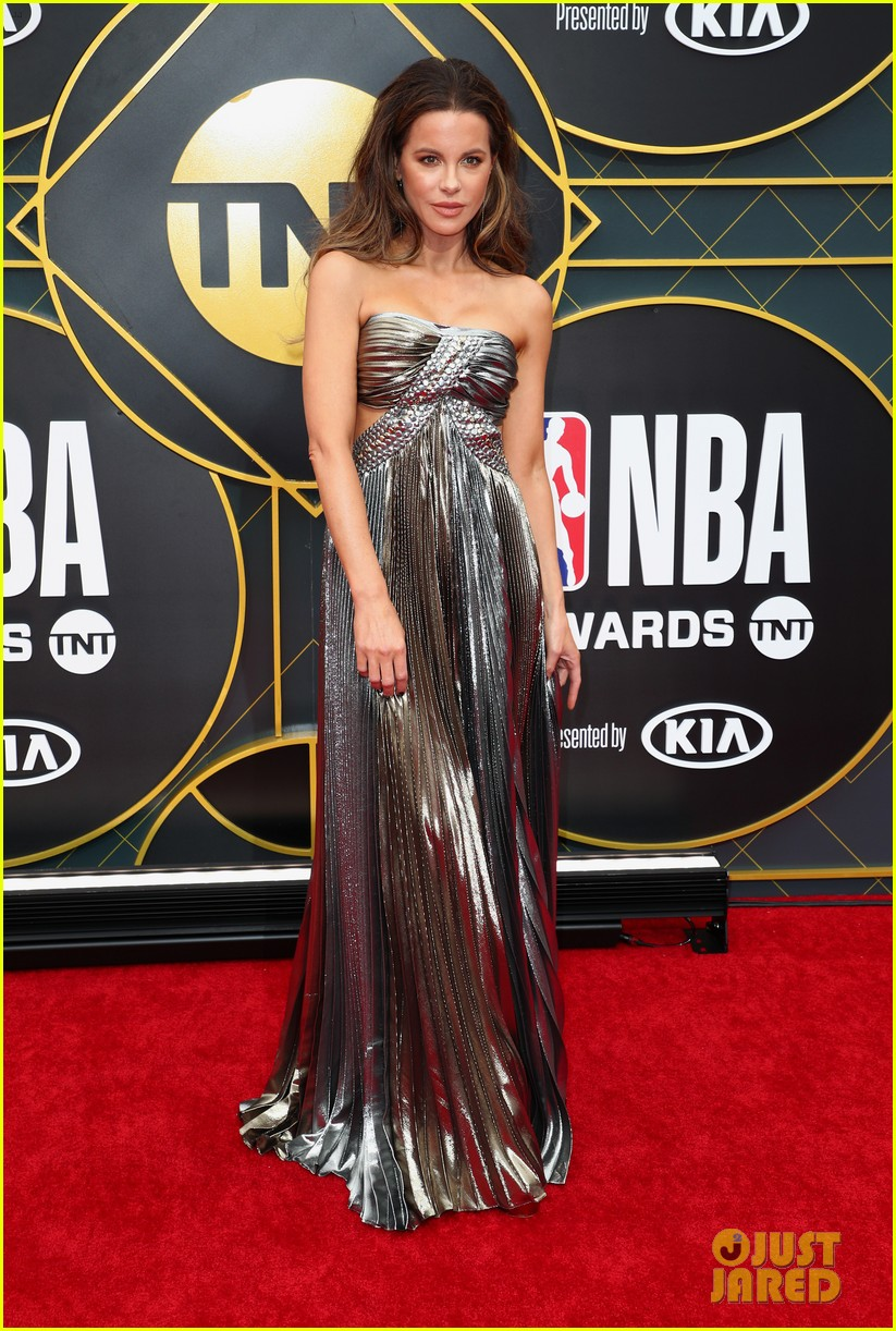 kate beckinsale issa rae maria menounos dazzle at nba awards 2019 114313725