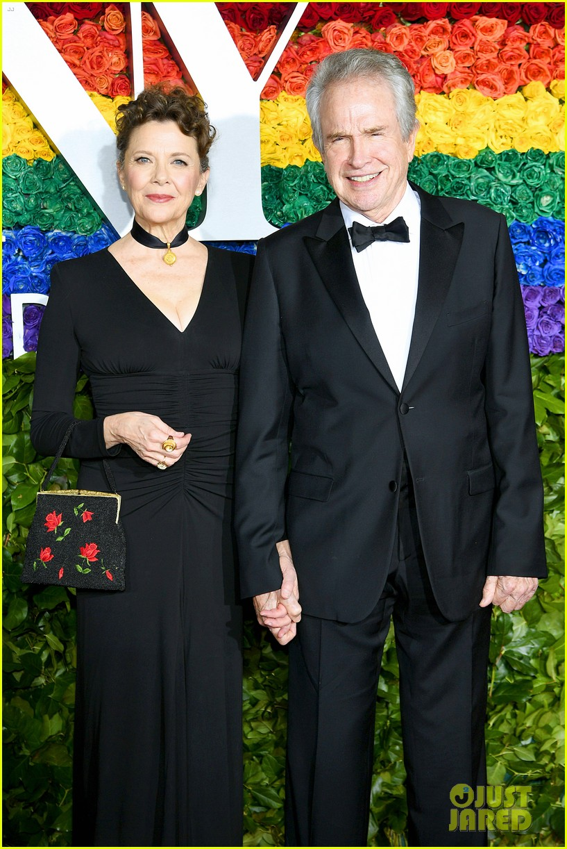 annette bening supported by warren beatty at tony awards 04