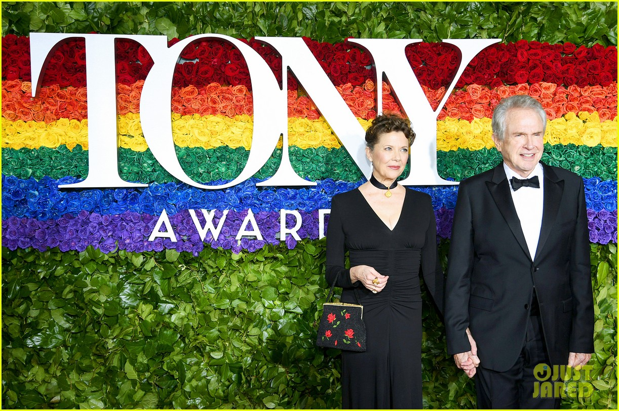 annette bening supported by warren beatty at tony awards 05
