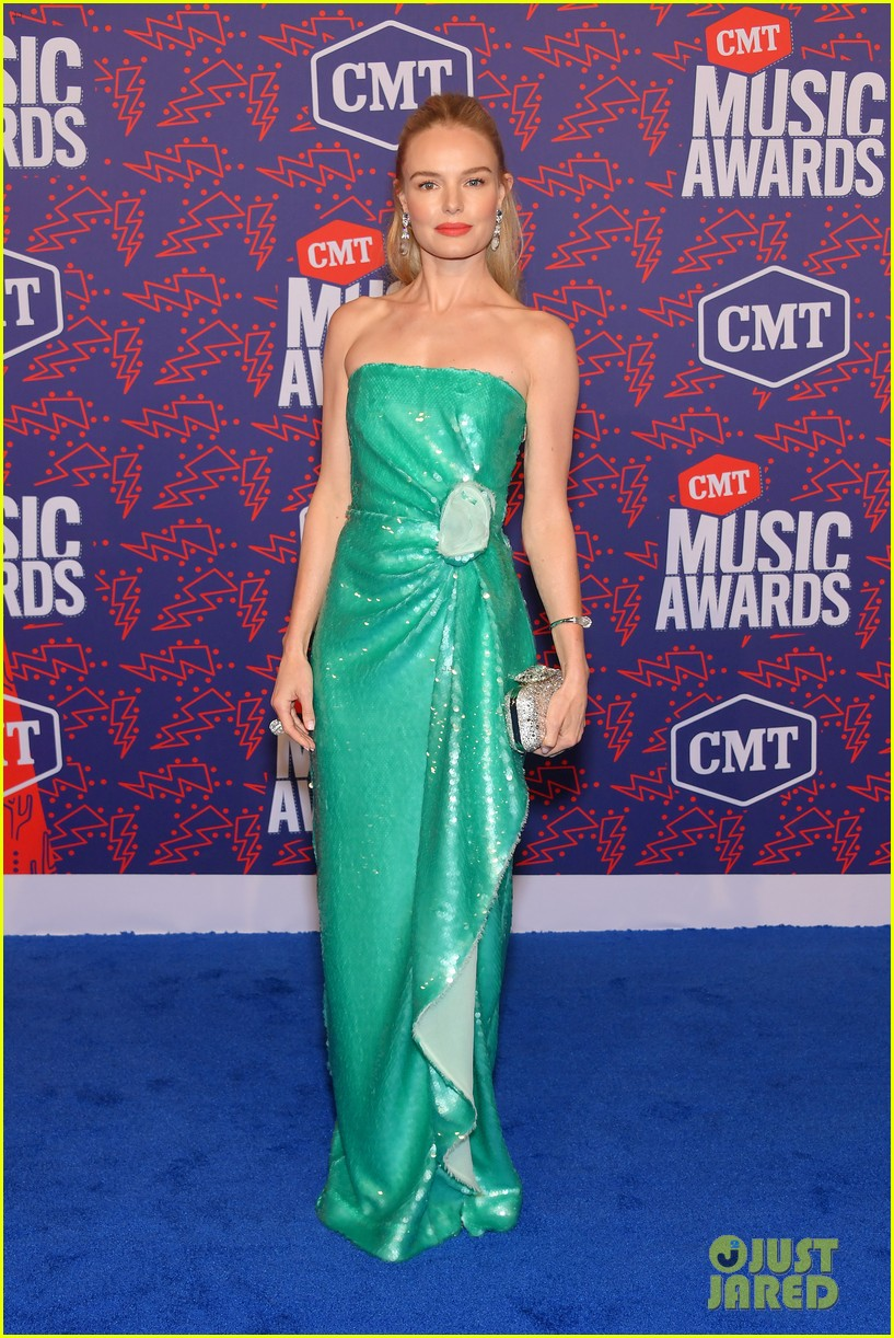 kate bosworth gives off mermaid vibes at cmt music awards 2019 064304054