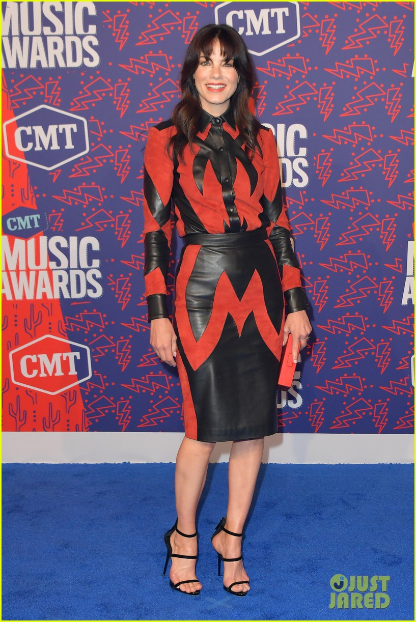 kate bosworth gives off mermaid vibes at cmt music awards 2019 074304055